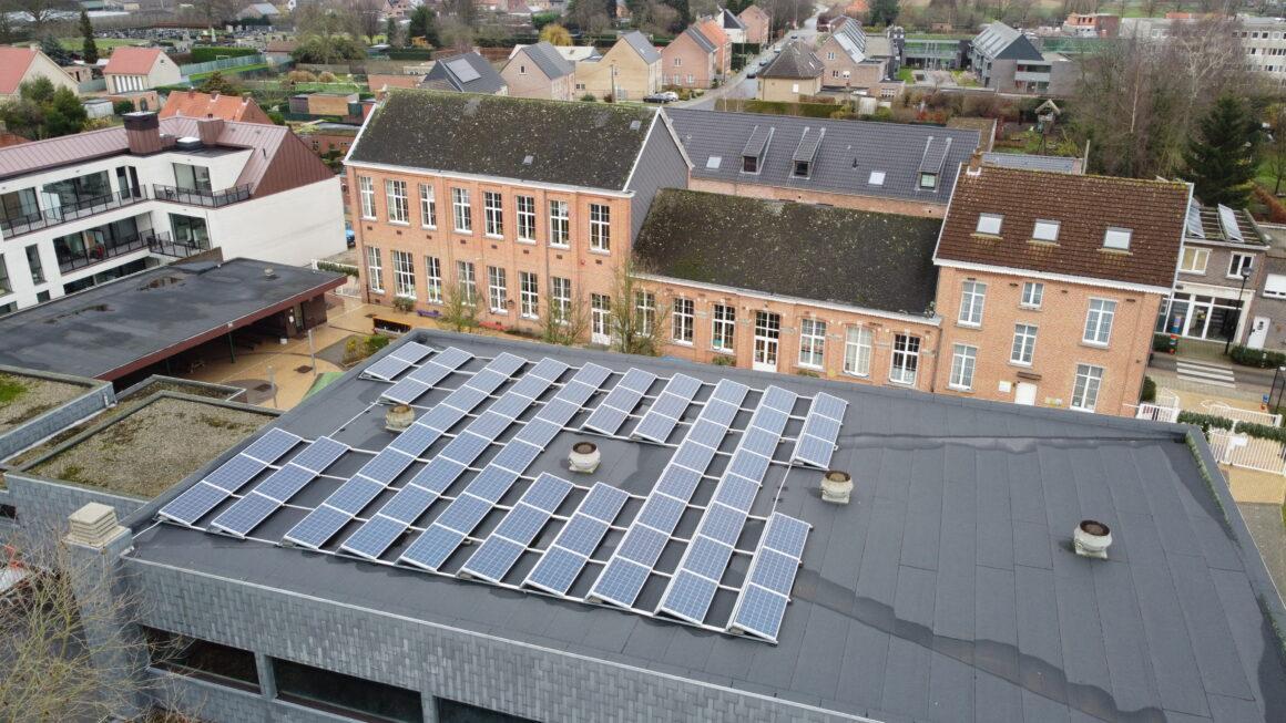 PV-installatie op bib Ranst en de gemeentelijke basisscholen Broechem en Oelegem