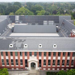 Zonnepanelen op dak van administratief centrum Zoersel